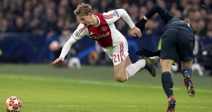 De Jong en una acción contra el Real Madrid en Champions League / EFE