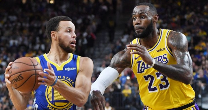 Lebron James y Stephen Curry en un partido NBA | NBA