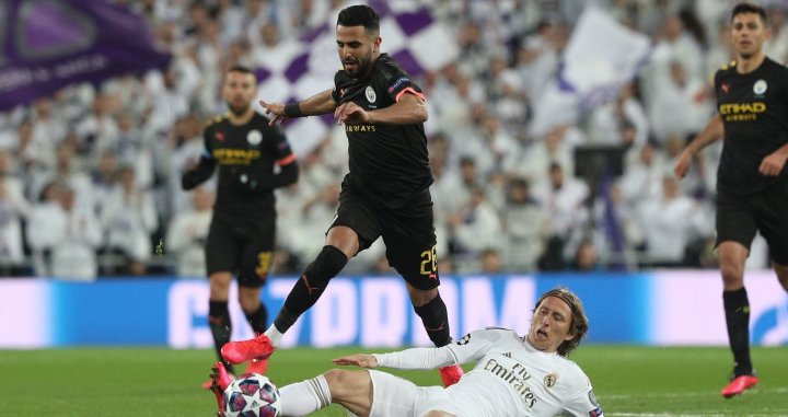 Mahrez intenta superar a Modric en el Madrid-Manchester City | EFE